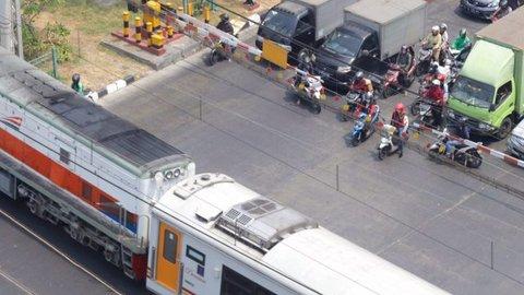 Kereta Berhenti karena Masinis Beli Makan? Begini Cerita Sebenarnya