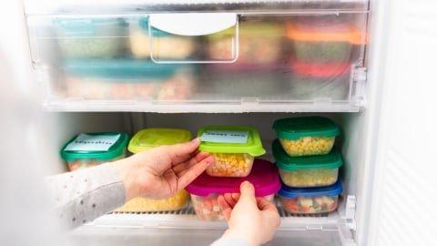 Ilustrasi membekukan makanan di dalam freezer Foto: Shutterstock