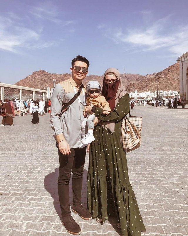 Umrah bareng suami. (Instgaram/@zaskiasungkar15)