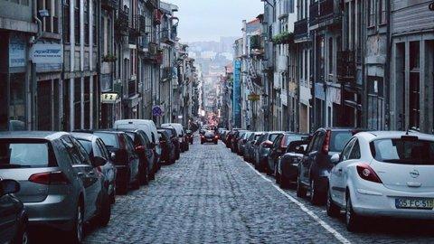 Kartu Parkir Berlangganan yang Nggak Berguna dan Mengenal Jenis Juru Parkir