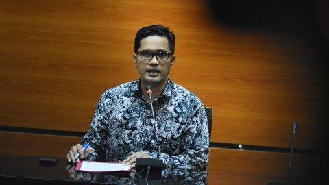 Juru Bicara KPK Febri Diansyah memberikan keterangan kepada wartawan. Foto: ANTARA FOTO/Indrianto Eko Suwarso