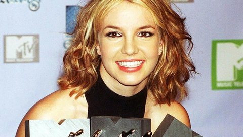 "20 Tahun Lalu Britney Guncang Pop AS dengan ""Baby One More Time"""