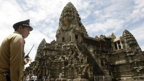 Karena Ulah Turis Gila, Angkor Wat Perketat Pengawasan