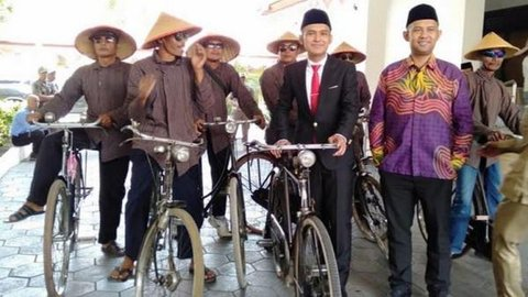 Usai Dilantik, Anggota DPRD Bantul Ini Pulang Ngontel dan Ada yang Naik Becak