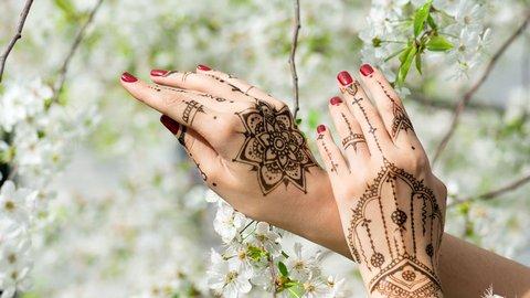 Cara Mudah Membuat Henna Simple Dan Cantik Yuk Simak Kurio