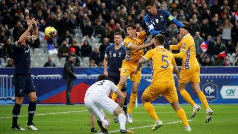 Proses gol Timnas Prancis ke gawang Moldova. Foto:  REUTERS/Charles Platiau