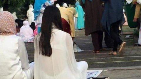 Netizen Heboh, Beredar Foto Wanita Pakai Baju Transparan Saat Lebaran