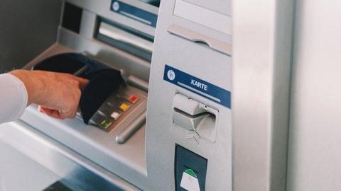 Tanpa Kartu, Begini Cara Setor Tunai di Mesin ATM BCA yang Dijamin Mudah dan Cepat