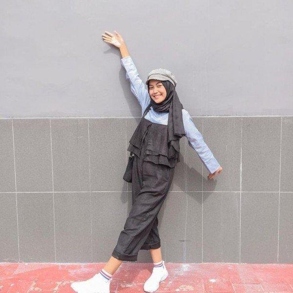 10 Inspirasi Ootd Hijab Pakai Topi Gaya Kekinian Kece Maksimal Kurio