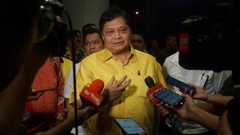 Airlangga Hartarto tiba di JHL. Solitaire hotel, Jl. Gading Serpong Boulevard, Senin (2/12). Foto: Irfan Adi Saputra/kumparan