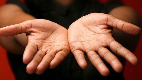 5 Bentuk Garis Tangan Ini Ungkap Nasib Percintaan