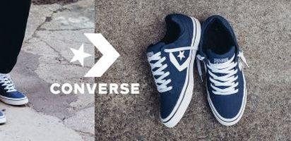 Sepatu ini juga digunakan dalam foto cover album