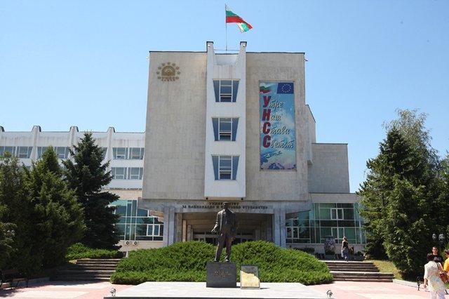 Kristalina Georgieva merupakan lulusan University of National and World Economy di Bulgaria, (Wikipedia).