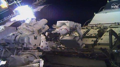 Untuk Pertama Kalinya Spacewalk Dilakukan Kru Astronot yang Sepenuhnya Perempuan
