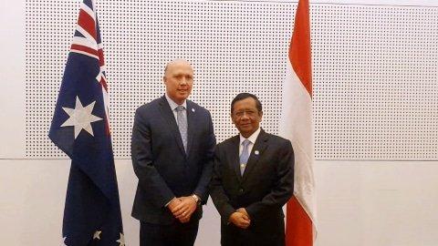 Menko Polhukam Mahfud MD (kanan) dalam kunjungan kerjanya ke Australia. Foto: Dok. Humas Kemenkopolhukam