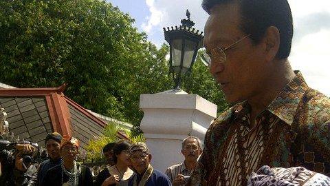 Sultan HB X Sesalkan Kericuhan Terjadi di Stadion Mandala Krida