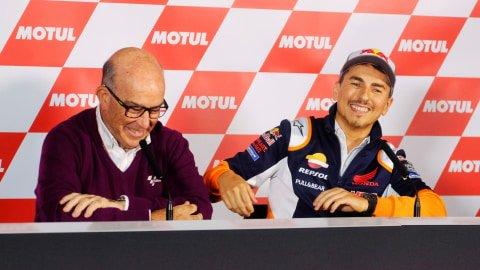 Senyum terakhir Jorge Lorenzo di MotoGP. Foto: REUTERS/Heino Kalis