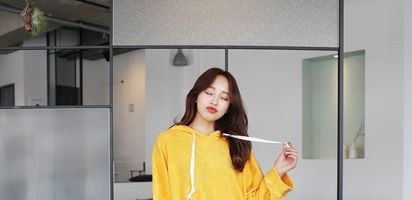 9 Mix And Match Outfit Warna Kuning Mustard Untuk Ceriakan Harimu