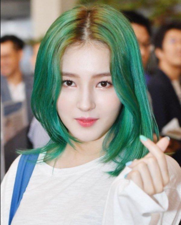 8 Deretan Idol KPop yang Makin Stunning dengan Rambut Hijau | KURIO