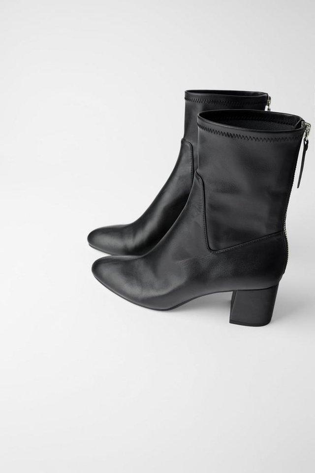 Boots. (Zara.com/id)