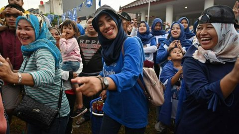 Berikut Kompilasi Cara Unik Rakyat Bersyukur Saat Pemimpin Daerahnya Ditangkap KPK