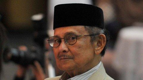 Obituari BJ Habibie: Selamat  Crack dari Parepare