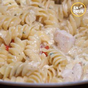 Chicken & Tomato Carbonara Pasta