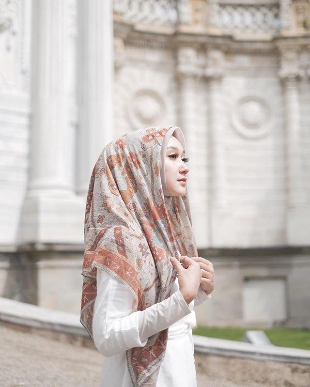 Dian Pelangi salah satu desainer kenamaan Indonesia, (Instagram/@dianpelangi).
