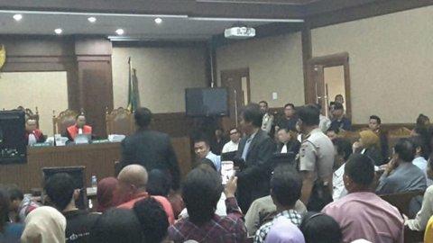 Roy Suryo Tiba-tiba Bikin Gaduh Persidangan Jessica