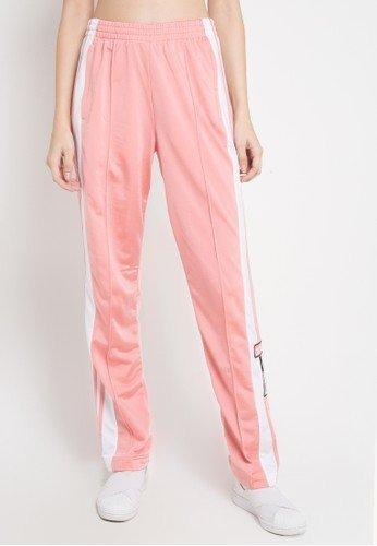Bosan Dengan Model Celana Yang Itu Itu Saja Intip 9 Rekomendasi Celana Garis Samping Atau Side Stripe Pants Yang Kekinian Ini Kurio