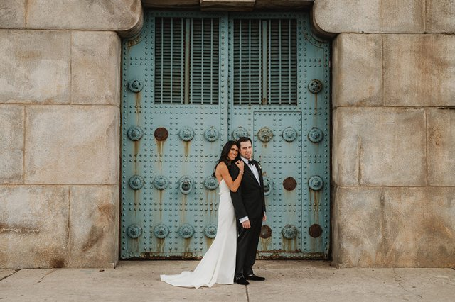 A Sophisticated City Wedding With Luxe Tropical Twists Max Teddi KURIO