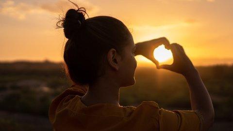 5 Cara Ampuh Jadi Bahagia Menurut Berbagai Riset Ilmiah!