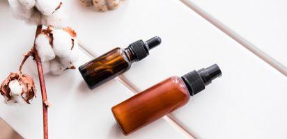 Tapi ternyata minyak yang satu ini justru bisa digunakan oleh wajah yang  berjerawat lho. 7f97afd0cf