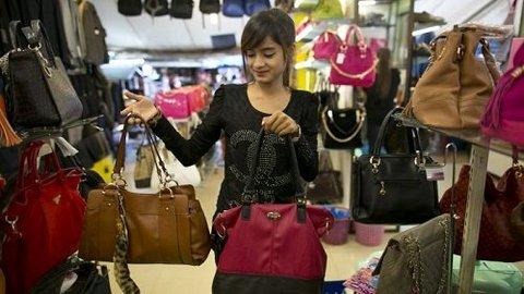 Minat Belanja Online Tinggi, Tak Turunkan Peminat Tas Branded Preloved