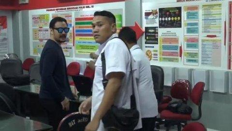 Investasi Bodong MeMiles, Penyanyi Ello Diperiksa Penyidik Polda Jatim