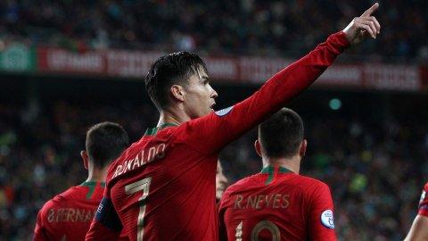 Kapten Portugal, Cristiano Ronaldo, merayakan gol. Foto:  REUTERS/Pedro Nunes