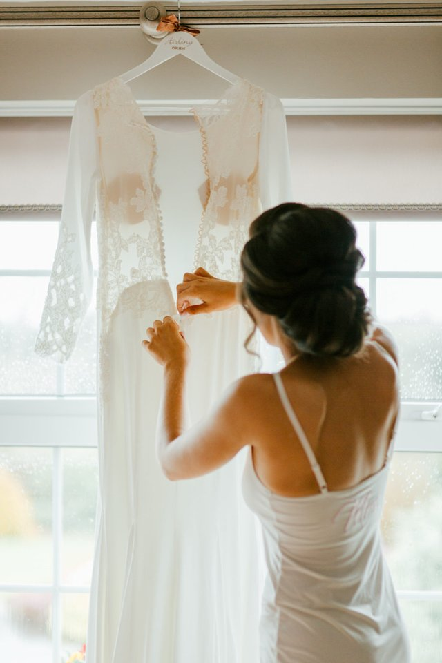 What S The Deal With Wedding Dress Alterations A Handy Guide Kurio