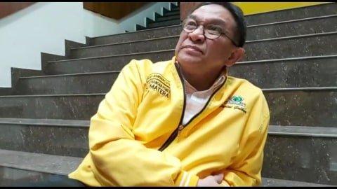 Indra Bambang Utoyo mengambil formulir Bakal Calon Ketua Umum di DPP Golkar. Foto: Rafyq Panjaitan/kumparan