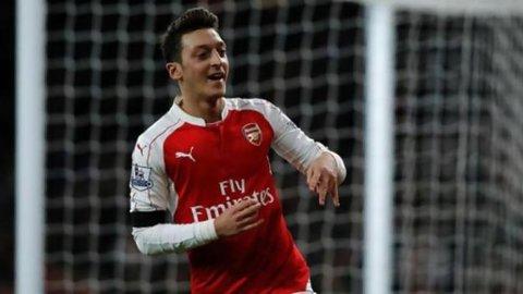 Ozil Impresif, Arsenal Puncaki Klasemen Premier League