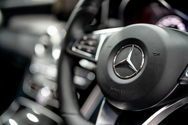 Ilustrasi kemudi Mercedes Benz. (Pixabay)