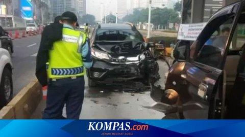 Lawan Arah dan Masuk Jalur Transjakarta, Honda BRV Tabrak Dua Mobil